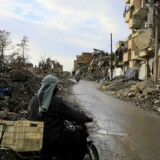 For at nedkæmpe oprørsgrupperne har den syriske hær angrebet byen med artilleri og luftangreb.