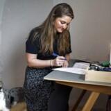 Undersøgelse viser, at hver fjerde nyuddannet lærer tvivler på sin fremtid i folkeskolen eller allerede er kommet videre - eksempelvis 27-årige Emilie Vintersbøl fra Næstved. Hun skiftede folkeskolen ud med et job som dansklærer på en produktionsskole i Næstved