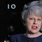 En kold aprilvind greb premierminister Theresa Mays hår, da hun tirsdag ved middagstid sendte endnu et chok gennem Storbritanniens politiske liv med en erklæring om, at hun ønsker et valg til Underhuset 8. juni. Foto: Daniel Leal-Olivas/AFP