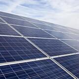 Solceller risikerer at blive klemt af vindmøller, hvis regeringen får gennemført et forslag til ny grøn støtteordning. (Foto: Jonas Skovbjerg Fogh/Scanpix 2017)