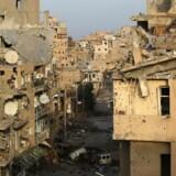 Både russiske og amerikanskledede styrker skal have ramt civile i luftangreb i syrisk Deir al-Zor-provins. REUTERS/Khalil Ashawi/File Photo