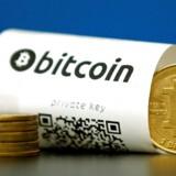 En af verdens mest magtfulde bankmænd, Jamie Dimon, CEO i JP Morgan Chase, kritiserede tirsdag den virtuelle valuta bitcoin, som han kaldte et bedrag for mordere og narkohandlere.