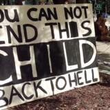Demonstranter i Australien kæmper imod flygtningelejren i Nauru.