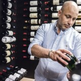 Thomas Clausen var stifter og ejer af Fine Wine Invest, en slags investeringsforening for vin. I oktober blev både han selv og selskabet erklæret konkurs. Her er han fotograferet i sin private vinsamlig i Køge.