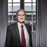 Bertel Haarder (V) mener, at efterkommerne af H.C. Ørsted burde droppe deres søgsmål mod det gamle DONG i stedet være stolte over, at energiselskabet har taget deres forfaders navn.
