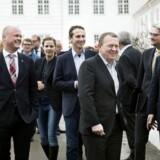 Statsminister Lars Løkke Rasmussen i spidsen for regeringen foran Kragerup Gods i januar 2016, hvor der afholdtes regeringsseminar. (Foto: Liselotte Sabroe/Scanpix 2016)