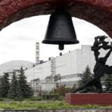 Den 26. april 1986 skete ulykken i Tjernobyl på atomkraftværket i Ukraine, hvor en reaktor eksploderede og sendte en sky af radioaktivt stof ud i atmosfæren. Ulykken regnes som den værste i atomkraftens historie. Ved atomkraftværket er man i dag i gang med at bygge en kuppel, der skal forhindre radioaktivt materiale at sive ud i miljøet, og som i fremtiden gør nedrivning af det gamle atomkraftværk mulig.