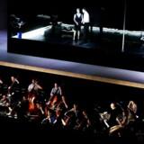 Musikerne i Det Kongelige Kapel - her under prøver på Macbeth i Operaen i 2013 - har valgt i fællesskab at gå 10 procent ned i løn og arbejdstid for at imødekomme sparekrav.