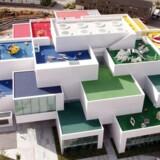 Set fra luften ligner LEGO House for alvor en bygning konstrueret af LEGO-klodser.