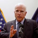 Den republikanske toppolitiker i USA John McCain holder fast i sagen om russisk indblanding i det amerikanske valg. Han mener, at Ruslands præsident, Vladimir Putin, skal stilles til regnskab for indblanding og betale en pris. Reuters/Mohammad Ismail (arkiv)