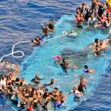 Rejsen over Middelhavet fra Afrika til Europa har kostet mange mennesker livet. Torsdag lykkedes det at redde cirka 1400 mennesker ud for Libyens kyst, oplyser den italienske kystvagt. Arkivfoto Scanpix/Str