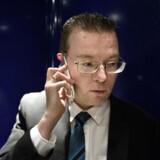 Arkivfoto: RB plus. DF'er vil skræmme bådflygtninge med skud.EU-ordfører i Dansk Folkeparti ser gerne varselsskud for at skræmme bådflygtninge fra Europa. Der skal dog ikke skydes direkte på flygtninge, siger partitoppen. Arkivfoto: -Arkiv- SE RITZAU DF vil afvente detaljer om ny Europol-aftale - - - PLUS-historie. Det kan koste dansk medlemskab af Europol, at DF ikke vil stå ved en garanti, partiet gav op til folkeafstemningen 3. december, lyder kritikken fra flere sider. (se Ritzau historie 291758) Kenneth Kristensen Berth, Dansk Folkeparti.. (Foto: NIELS AHLMANN OLESEN/Scanpix 2016)