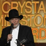 Merle Haggard døde 6. april 2016. På billedet modtager han Crystal Milestone Award ved Academy of Country Music Awards i 2014. Foto: REUTERS/Robert Galbraith/Files