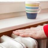 Her er ti gode råd til at spare på varmeregningen.