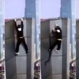 Billederne, som endelig gjorde Wu Yongning berømt - og som også slog ham ihjel. En annoncør betalte ham 95.000 kr. for at gøre armløftninger fra en 62 etager høj skyskraber. Og han mistede grebet. Billederne er efterfølgende offentliggjort af Wu Yongnings familie. Foto: Twitter.