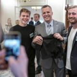 Til venstre ses Mads Fibiger, til højre Christoffer Immanuel - i midten den amerikanske ambassadør i Danmark, Rufus Gifford.