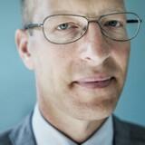 Et stort forskningsprojekt fra CBS tegner et præcist portræt af de private danske aktieinvestorer, som i hovedtræk handler yderst irrationelt ved at have investeret relativt store summer i meget få og primært danske aktier. Professor Jesper Rangvid fra CBS er en af hjernerne bag projektet.