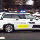 RB Plus. Politiet går flittigt i egne fotofælder. Politiets køretøjer blev fanget i at køre for stærkt af deres egne fotofælder mindst 189 gange i 2015. Det er en stigning på cirka 41 procent fra 2014.Arkivfoto: Politi politibil udrykning på Toftegaards Plads i Valby