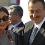 Trods talrige opkald og henvendelser på mail og fax til aserbajdsjanske ambassader og ministerier har Berlingske aldrig modtaget svar på spørgsmål om milliardstrømme gennem Danske Bank.