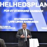 Statsminister Lars Løkke Rasmussen besøgte onsdag eftermiddag Savværket i Aarhus, hvor han fortalte om regeringens 2025 plan. Besøget er en del af en række borgermøder for at diskutere Danmarks fremtid og udfordringer. Her ses Lars Løkke til mødet