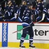 Nikolaj Ehlers lavede sæsonmål nummer otte og ni, da Winnipeg Jets vandt i Vancouver. Scanpix/Bruce Fedyck