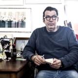 Skuespiller, komiker og cirkusdirektør Søren Østergaard er denne uges gæst i det sidste afsnit af første sæsons »Dine Penge«, hvor han blandt andet fortæller om at gå konkurs.