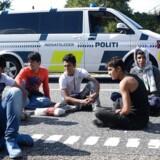 Vandrende flygtninge spærrer den sønderjyske motorvej E45 onsdag 9. september 2015. En større gruppe flygtninge har forladt deres opholdssted ved Padborg og vandrer nu på motorvejen. Foto: Claus Fisker/Scanpix 2015