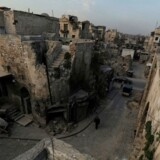 Syriens regering mener, at angrebet, der kostede mindst 100 livet, er en krigsforbrydelse.