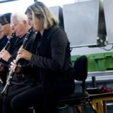 10 blæsere fra DR Underholdningsorkester spiller koncert i Thyborøn Fiskeauktion.