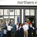 Den britiske bank, Northern Rock, oplever stadig kundeflugt, selvom Virgin står klar som køber.