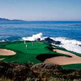7. hul på Pebble Beach er et af de mest berømte huller i golf. På det korte par 3-hul slår du direkte ud mod Stillehavet til en green, der ligger godt ti meter under teestedet.