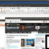 Skrivebordet i Ubuntu 11.10 viser i venstre søjle aktive programmer (markeret med en lille, hvid pil) og genveje til programgrupper og enkeltprogrammer som Ubuntu Softwarecenter (indkøbsposen) og Ubuntu One (netlageret). Ellers er der velkendte programmer med i pakken: Firefox 6.0 og nyeste udgave af kontorpakken LibreOffice, alle på dansk. Med Banshee kan man afspille musik, film, lydbøger, postcasts og radio. Øverst til højre kan man nu let skifte fra en bruger til en anden.