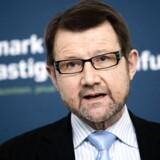 Tidligere videnskabsminister Helge Sander skal håbe på et mirakel. Med ganske få stemmer tilbage står ungt V-talent til at koste ham pladsen i Folketinget.