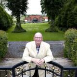 Niels Due Jensen - foran sit hjem Ormstrup Gods - holder fast i magten over Grundfos.