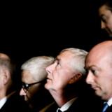 Nitaionalbankens direktør Nils Bernstein - i midten med blikket opad - kan have mere i posen, når det gælder at sænke renten.