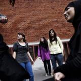 Eleverne på Blågård Skole på indre Nørrebro medgiver, at deres hverdag har ændret sig lidt som følge af den seneste tids skudepisoder, men de er uenige med den del af københavnerne, der betegner bydelen som en krigszone.