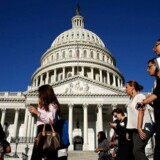 En såkaldt shutdown af flere statslige instanser vil træde i kraft, hvis Kongressen i USA ikke formår at blive enige om en midlertidig budgetaftale for 2014 inden midnat mandag