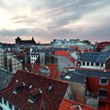 I og omkring København skal man typisk tjene 70.000 kroner om måneden for at få råd til et hus på 140 kvadratmeter.