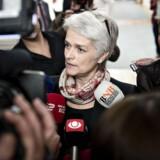 SF formand Annette Vilhelmsen taler med journalister ved ankomsten til SF's gruppemøde onsdag d. 20 marts 2013 på Christiansborg. (Foto: Torkil Adsersen/Scanpix 2013)