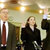 Ledende medarbejdere fra Arthur Andersen afhøres under efterforskningen af Enron-skandalen. Revisionsselskabet havde destrueret en række dokumenter, der kunne være brugt i efterforskningen.