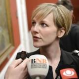 SF's miljøminister Ida Auken taler med journalister inden SF's gruppemøde onsdag d. 20 marts 2013 på Christiansborg.