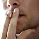 ARKIVFOTO. Pædagoger og lærere skal fremover helt væk fra arbejdspladsen, hvis de vil ryge smøger.