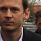 Hreidar Már  Sigurdsson blev anholdt tidligere torsdag mistænkt for  dokumentfalsk, bedrageri, markedsmanipulation. Nu er også Magnús Gudmundsson anholdt.