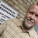 Henrik Dibbern, der er praktiserende læge og formand for De Praktiserende Lægers Organisation, glæder sig over, at der nu er et »rum til forhandling«, efter regeringen vil sætte lægeaftale på standby et år.