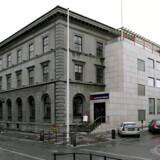 I 2008 var Landsbanki den næststørste bank i Island. Den 7. oktober 2008 blev banken, som den første i Island, tvunget i betalingsstandsning af regeringen.