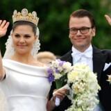 Indbyggerne i nabolandet Sverige - her er i form af kronprinsesse Victoria og gemalen Daniel Westling - efterlader Danmark i støvet, når det kommer til konkurrenceevne.