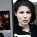 »Jeg er faktisk andengenerationsindvandrer, for min far er fra Færøerne, og min mor er pæredansk. Det sjove ved mine brune øjne er, at de er fra Glostrup«, siger Cecilie Stenspil.
