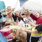 Festivalgæsterne på årets Smukfest har sat teltpløkkerne i jorden og drikkevarerne på campingbordene og er i fuld gang med opvarmningsdagene.