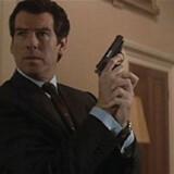 """Danske Cecilie Thomsen spillede Bond-babe overfor Pierce Brosnan i """"Tomorrow Never Dies"""" i 1997."""