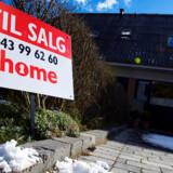 De fleste danskere regner fortsat med, at boligpriserne vil falde nogen tid endnu.